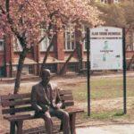 En 2001, la ville de Manchester dédie une statue à la mémoire d'Alan Turing