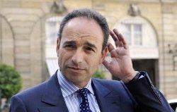 Jean-François Copé, chef de file des députés UMP, veut proposer une loi sur une meilleure parité homme-femme dans les conseils d'administration.