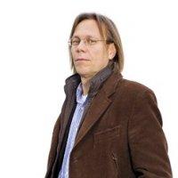 Harald Welzer. Né en 1958. est directeur de recherches en psychologie sociale à l'Université Witten/Herdecke et directeur du Centre de recherche interdisciplinaire sur la mémoire à Essen. Auteur des Exécuteurs (Gallimard, 2007) et