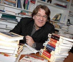 Bio-express. Jean-François Dortier. Fondateur en 1990 du magazine Sciences Humaines, et journaliste. Il est entre autres l'auteur de L'Homme, cet étrange animal (2004), et a dirigé Le Dictionnaire des sciences humaines (2004). Dernier ouvrage : Les Humains, mode d'emploi (Editions Sciences Humaines, 2009).