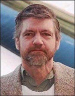 Bio-express. Theodore Kaczynski, alias Unabomber. Né le 22 mai 1942 à Evergreen Park (Illinois), il a été brièvement professeur de mathématiques avant de devenir terroriste de 1978 à 1995. A son actif, trois morts et 29 blessés à l'aide de colis piégés. Ses thèses politiques, inspirées au départ de « La Technique ou l'enjeu du siècle » du Français Jacques Ellul ,relèvent du foyer intellectuel anarcho-primitiviste, réclamant avec radicalité la destruction de la société technologique : « le progrès technologique nous conduit à un désastre inéluctable. Seul l'effondrement de la civilisation moderne peut empêcher ce désastre. »