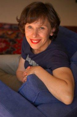 Isabelle Jarry, biologiste et romancière, est l'une des membres de l'organisation des débats publics mis à mal par les luddites de l'association Pièces et main d'oeuvre.