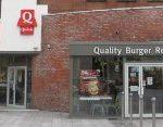 """Le Quick de Roubaix (Nord) est poursuivi par le maire pour """"discrimination"""", car le restaurant ne propose que des hamburgers halal."""