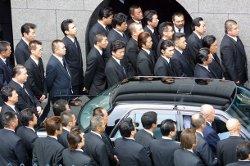 Funéraille à Kobe en avril 2002 d'un chef du clan des Yamaguchi-gumi.