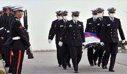 Pendant les recherches un plongeur est mort et un bateau avec 9 marins à bord est porté disparu.
