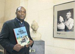 Bienvenu Mbutu veut faire retirer de la vente Tintin au Congo, jugé raciste et humiliant pour l'identité africaine.