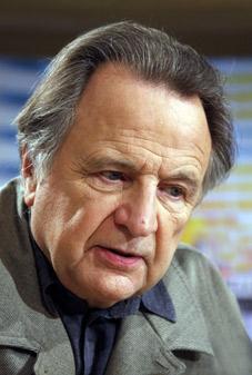 Régis Debray est abonné à La Croix et écoute France Inter.
