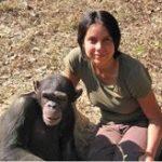 La biologiste Marina Davila-Ross avec un compagnon de rire.