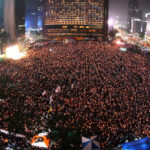 Malgré une forte mobilisation lors des veillées, les médias traditionnels commencent à peine à parler des manifestations. (source : Ohmynews).