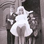 « Catherine Deneuve immortalisée lors de son mariage en 1965 » (p30).