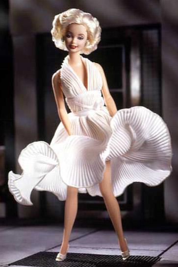 « Elle a aussi été créée en poupée Barbie » (p29).