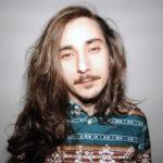 Thomas Batzenschlager vit à Valparaiso (Chili). Il est architecte, graphiste, philosophe et « habitant temporaire ».