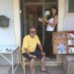Joseph Le Corre devant sa librairie (D.R)