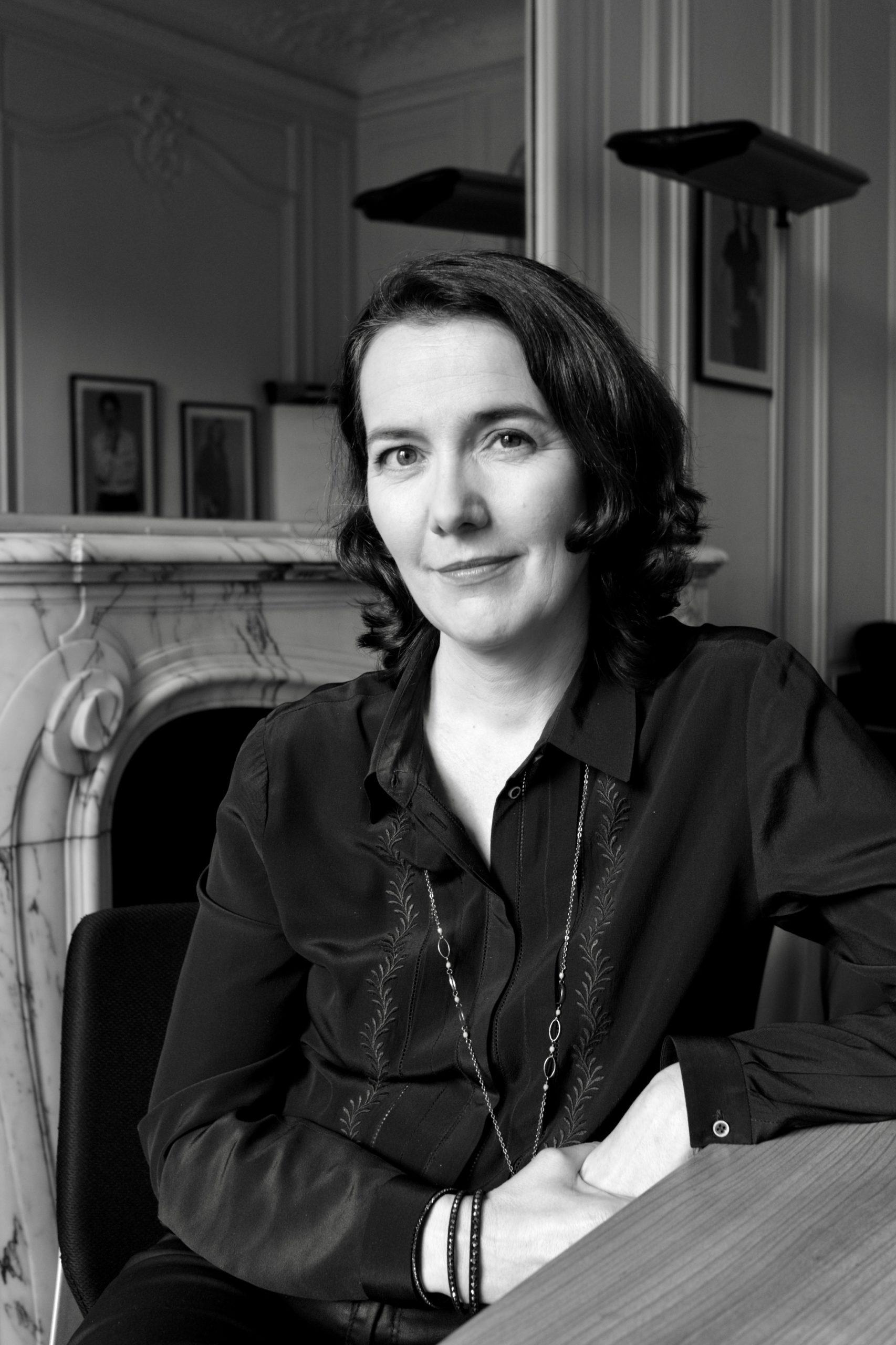 Delphine Gouedart, directrice de l'information sur LCP. Portrait : Claude Germerie pour Les Influences.