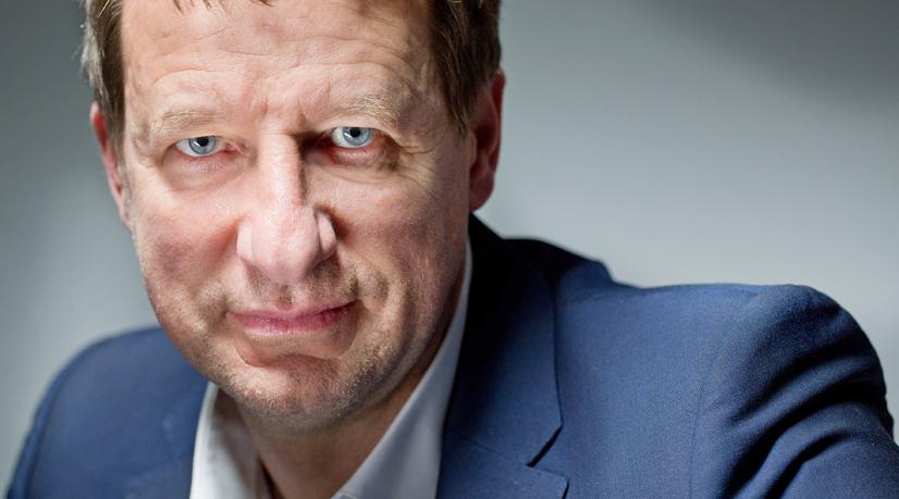 Une tribune cousue main pour le nouveau chef de file de l'écologie Yannick Jadot ? Portrait : Olivier Roller.