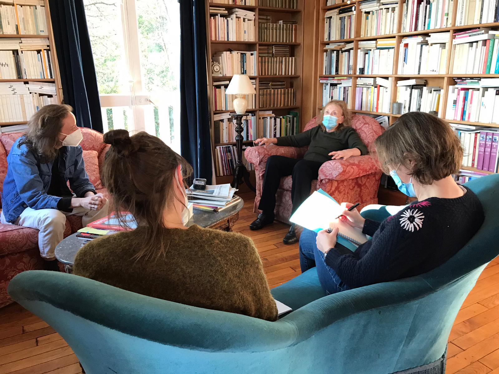 8 décembre 2020, entretien entre les romancières Annie Ernaux et Céline Sciamma. Les journalistes de La Déferlante marquent l'avancée de leur revue sur les réseaux sociaux (Compte Twitter @ladeferlanterevue)